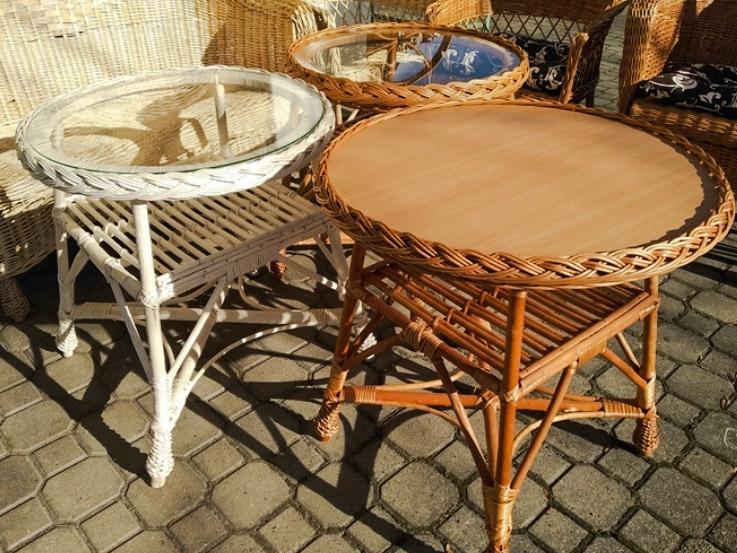 stół wiklinowy
